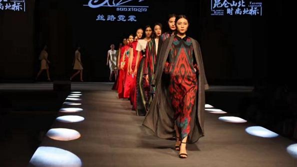 """援疆援出""""沙漠""""时尚: 新疆 """"莎车设计""""登陆上海国际时装周"""