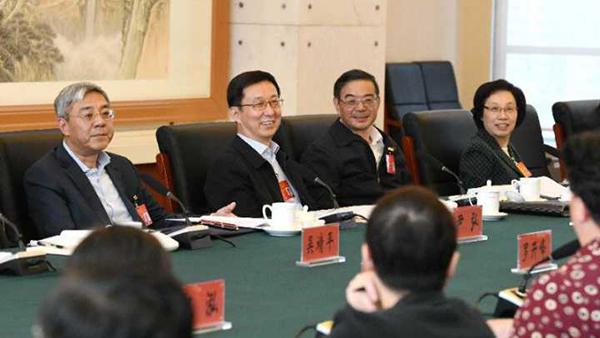 上海市代表团今天上午举行分组会议