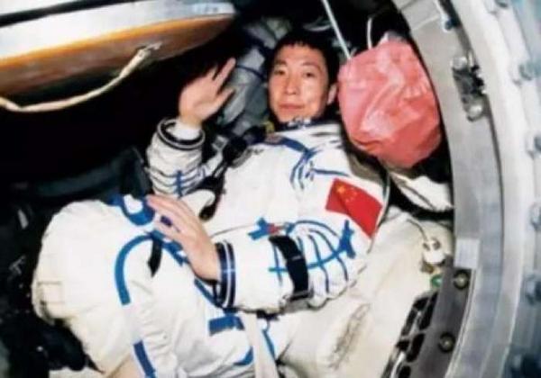 """中国航天员杨利伟获联合国教科文组织""""空间科学奖章"""""""