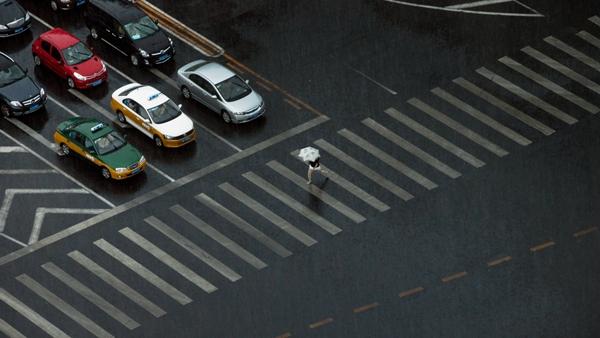 """北京:将对交通路口""""绿色改造"""" 试点斑马线""""前挪"""""""