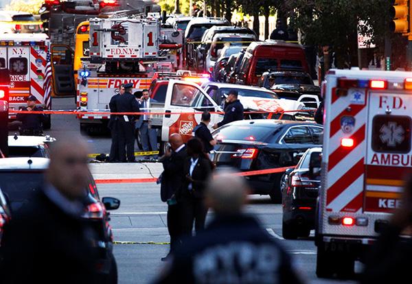 纽约曼哈顿发生卡车撞人恐怖袭击事件,已致8人死亡多人受伤