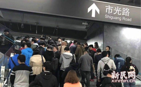 8号线今晨突发列车故障 部分车站出现大客流