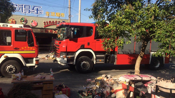 浦东江镇社区一小型超市坍塌事故已致2死6伤 现场仍在紧急搜救清理中