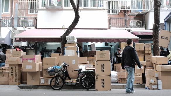 记者体验快递员:一月4000包吃喝  双11有奖励但难拿到