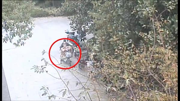 女贼变装盗车混淆视听 监控记录换装全过程