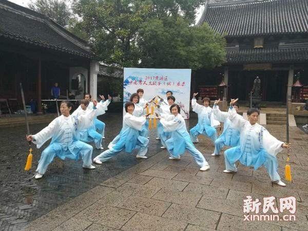 南京东路世纪太极队获黄浦区中老年人太极拳(械)比赛冠军