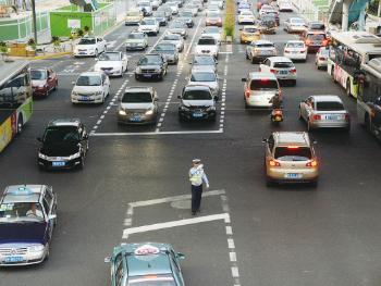 """今日焦点丨《上海市道路交通管理条例》出炉 """"法治思维""""引导城市交通管理现代化"""