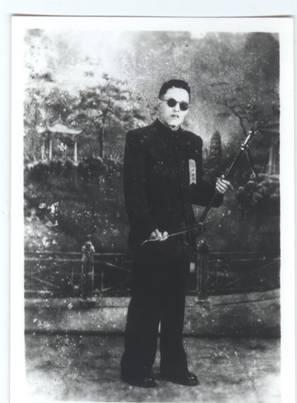 规定曲目,由上海本地二胡名家孙文明创作的《流波曲》和《弹乐》对图片