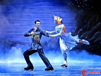 英国皇室冰上芭蕾舞团展冰上舞姿