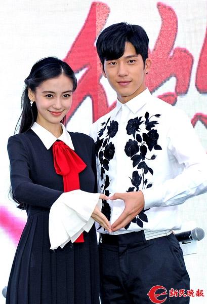 电影《微微一笑很倾城》主演Anglababy和井柏然昨在发布会上-郭新洋.jpg