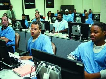 """狱中学电脑编程 """"最后一英里""""帮囚犯重返社会"""