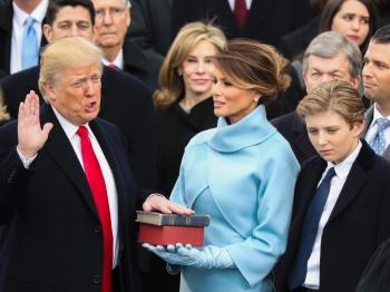 特朗普宣誓就职 抗议和庆祝撕裂美国