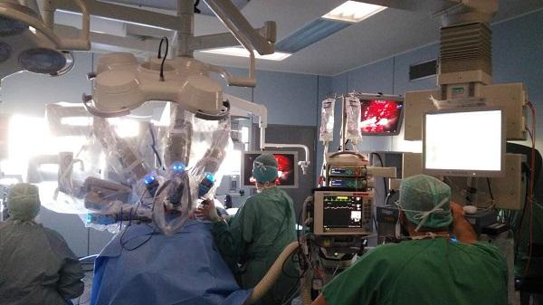 """外科手术迈入""""机器人时代"""""""