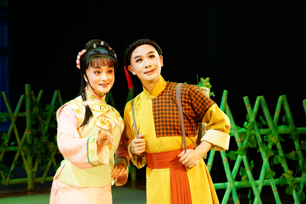 图说:《呆大烧香》以清末宁波农村青年张永林与邻家女李秀贞的爱情